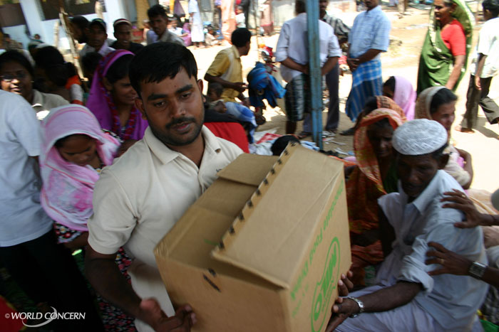 More than 70,000 people have died during Sri Lanka's civil war. World Concern is helping with food and essential supplies for the wounded.