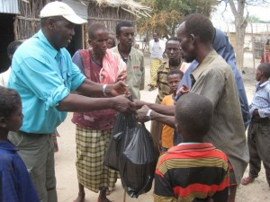 Providing supplies to Somali families.