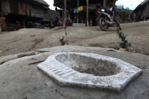 Broken toilet in Dak Euy