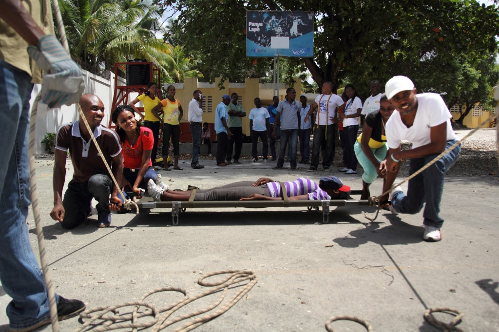 team with stretcher1