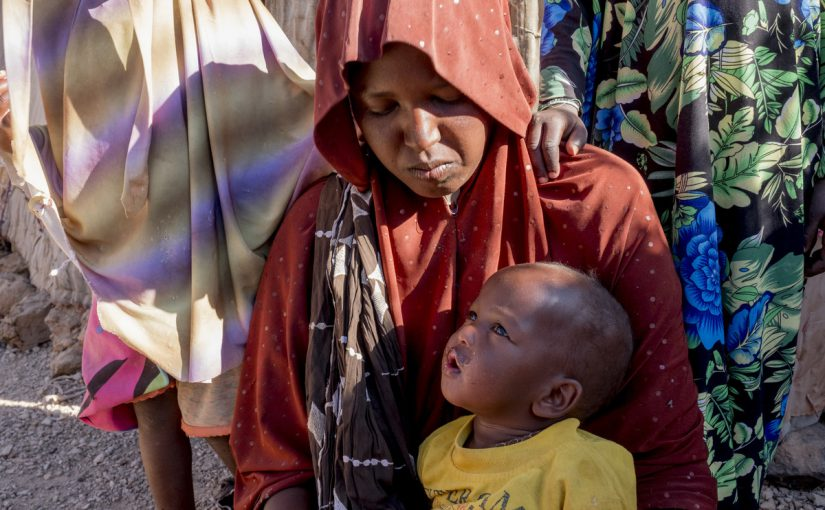 mother in somalia holding her child