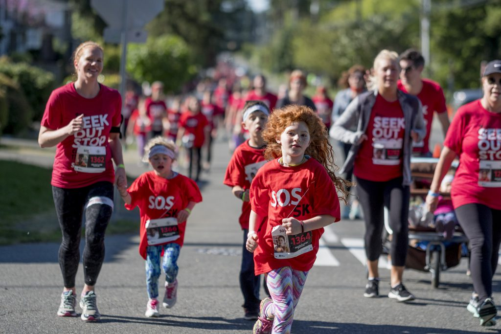 a girl runs in the S.O.S. 5k in Shoreline